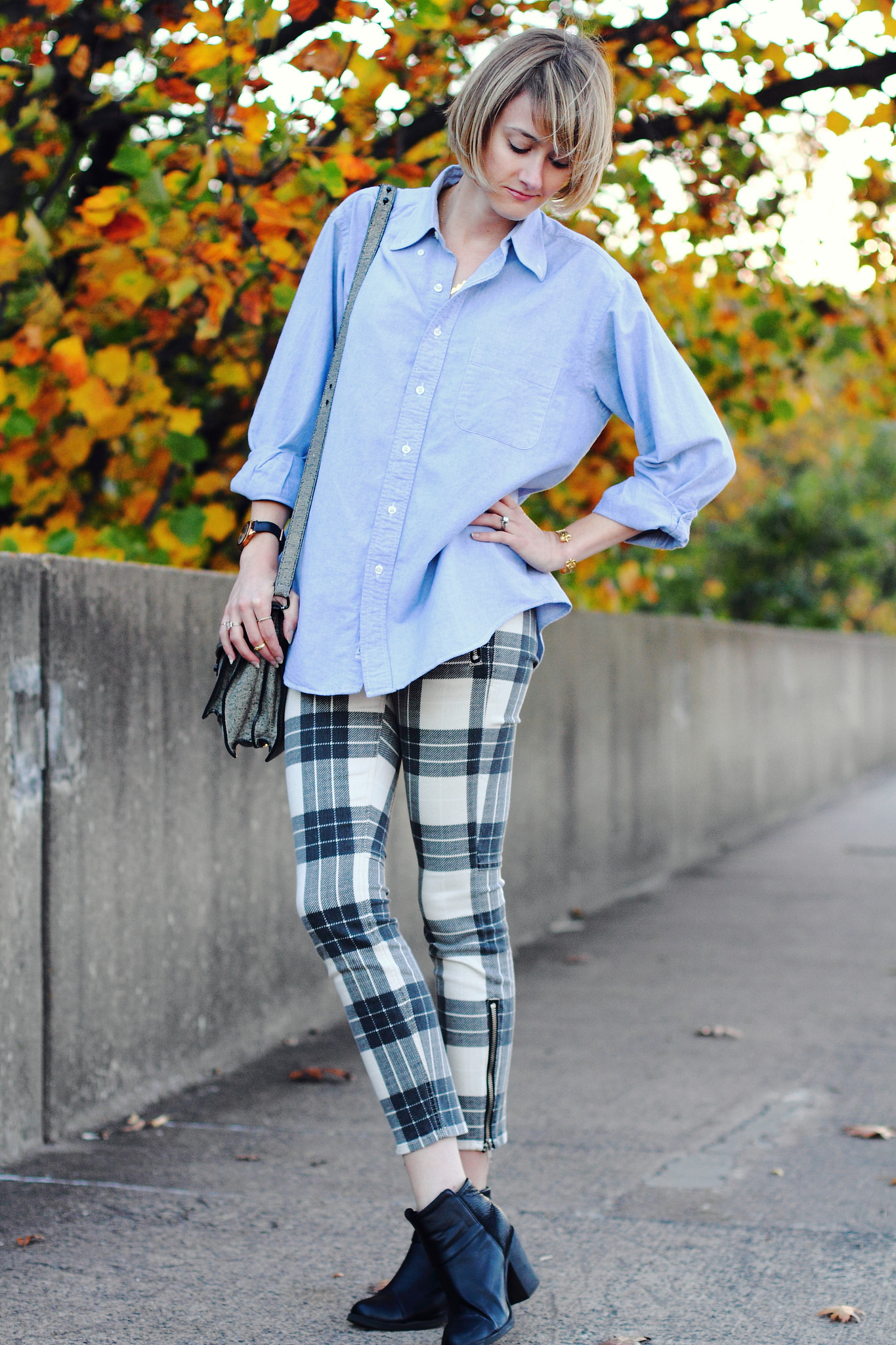 men's shirt and plaid Mother jeans