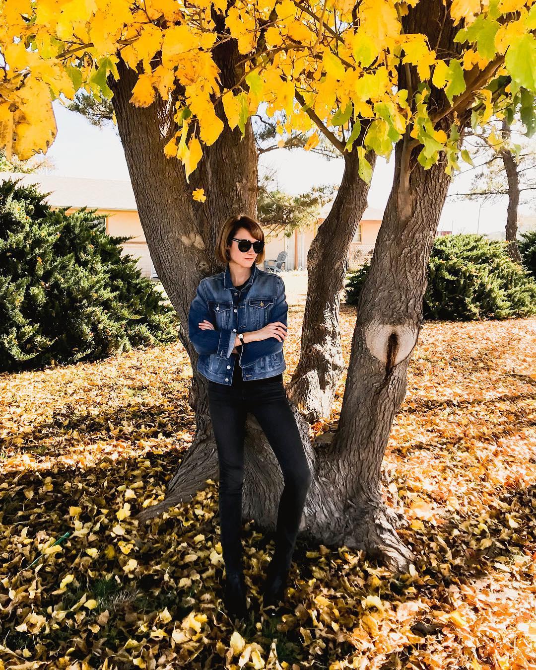 oversized denim jacket and skinny jeans