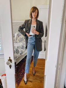 oversized blazer, mom jeans, and heels outfit