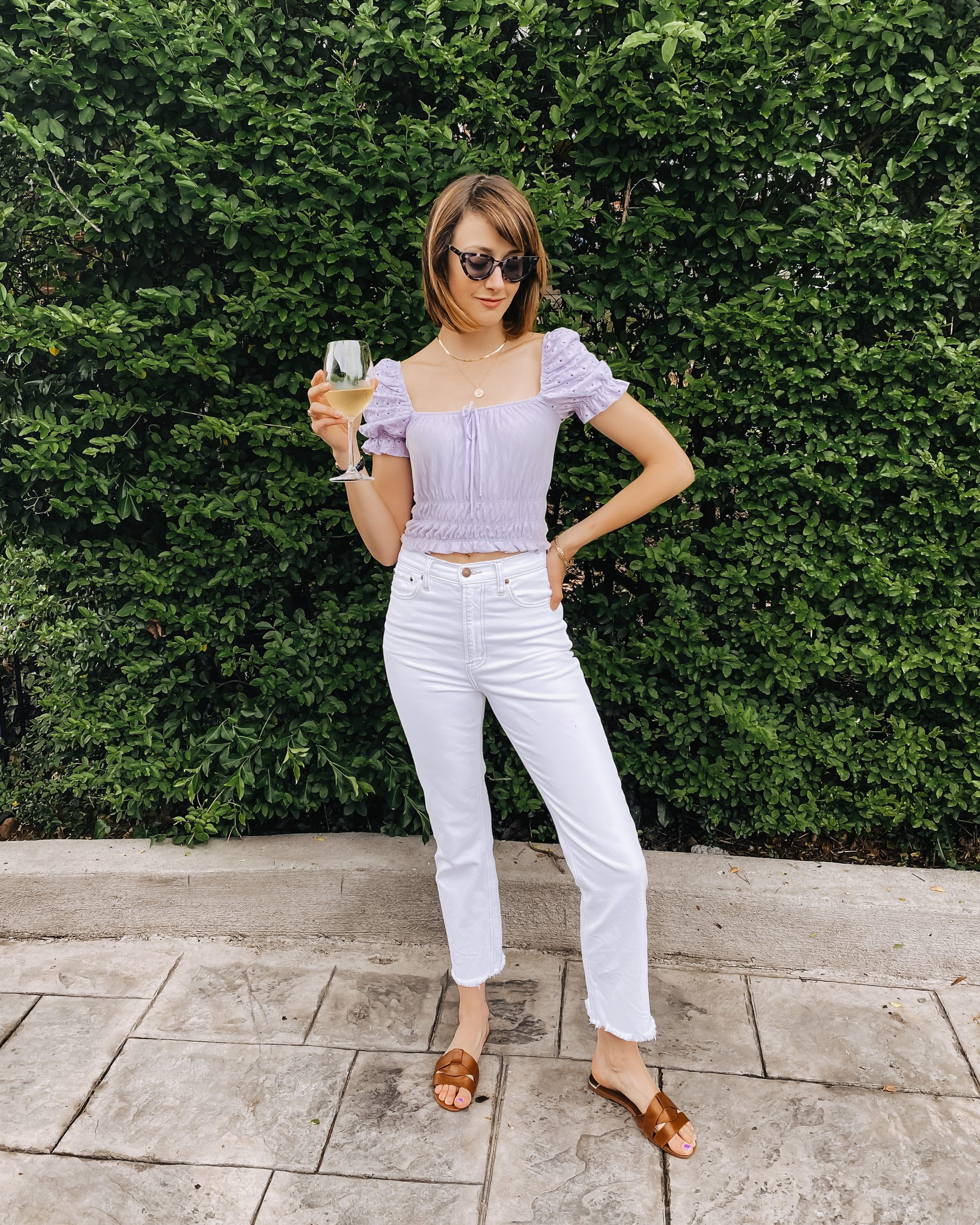backyard casual outfit white jeans