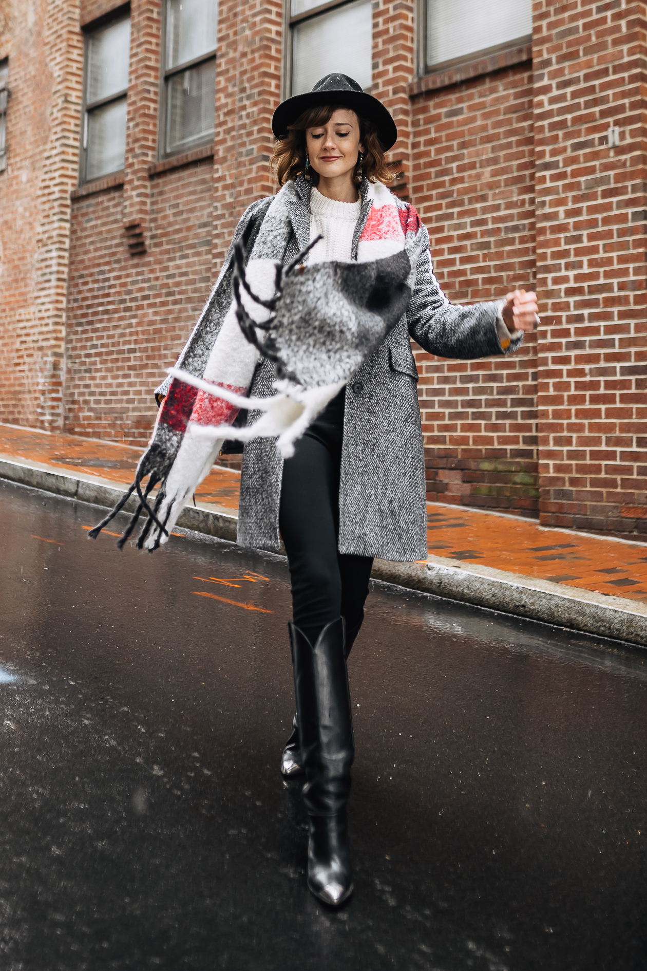 5 oversized scarves to warm up your winter outfits